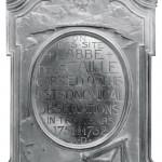 Plaque à la mémoire de La Caille placée en 1903 sur le site de son observatoire par la South African Philosophical Society. Elle a été volée en 2010 et non retrouvée.